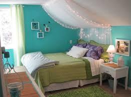 wohnideen kinderzimmer wandgestaltung wohnideen jugendzimmer mädchen dachschräge himmelbett grüne farben