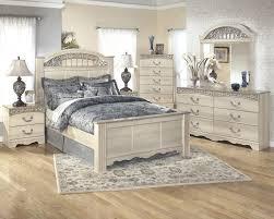 catalina traditional light opulent finish 5 piece queen bedroom