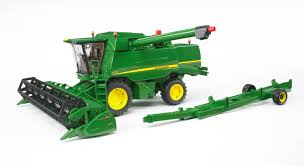 bruder farm toys amazon com bruder john deere t670i combine harvester toys u0026 games