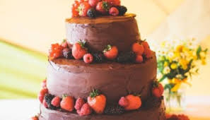 cake love a very british summer berry pavlova wedding cake the