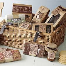 Picnic Basket Ideas 19 Picnic Wedding Ideas For Stunning Summer Weddings Hitched Co Uk