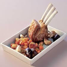 cuisiner un carré d agneau recette carré d agneau confit aux figues et patates douces aux