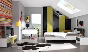 kinderzimmer mit schräge wohndesign geräumiges moderne dekoration jugendzimmer mit