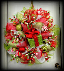 christmas mesh wreaths christmas wreaths 75 ideas for festive fresh burlap or mesh wreaths
