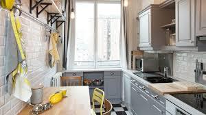 peindre des armoires de cuisine en bois peinture meuble relooker mobilier avec de la couleur côté