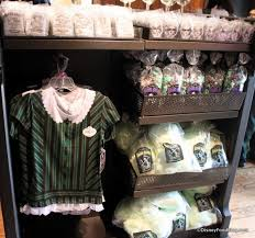 Haunted Mansion Costume Photo Tour Memento Mori Haunted Mansion Specialty Shop In Disney