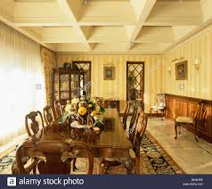 yellow striped wallpaper and cream wooden ceiling in spanish