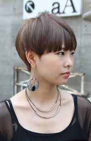 hairstyle wedge at back bangs at side best 25 mushroom haircut ideas on pinterest new hair cut style