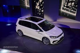 2016 volkswagen touran debuts class leading mpv technologies in