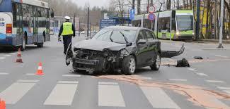 si e auto auchan wypadek przy auchan w olsztynie samochód zderzył się z tramwajem