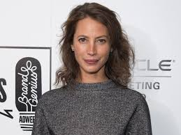 hair style giving birth christy turlington could have bled to death after giving birth