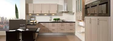 cuisine contemporaine en bois cuisine contemporaine en bois massif en bois chalet brigitte