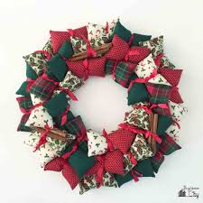 holiday pillow wreath bugaboocity