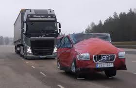 volvo commercial vehicles video find volvo u0027s new semi truck stops itself just shy of a