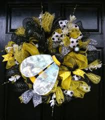deco paper mesh burlap bumblebee deco paper mesh wreath tutorial by trendy tree