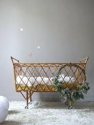 chambre en osier lit bebe retro awesome lit bb vintage en rotin with chambre de bb
