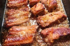cuisiner travers de porc travers de porc grillés à la citronnelle sườn nướng sả la
