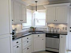 Creating A Strong Contrast To The White Backsplash And Cabinets - Kitchen backsplash white cabinets