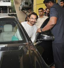 photos aamir khan looks pale and gaunt post swine flu recovery
