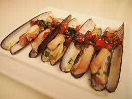 cuisiner des ormeaux pieds de couteau à la plancha sauce vierge à l ail et à la menthe