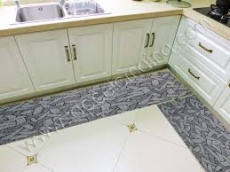 tappeti x cucina tappeto sagomabile fai da te per la cucina il bagno il cer