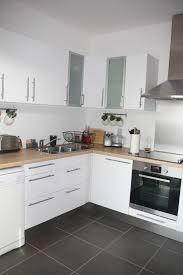 cuisine ikea blanche et bois cuisine blanc laqu et bois meuble noir laqu indogate