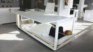 dessous de bureau le bureau parfait pour dormir en dessous