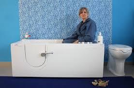 vasca da bagno con seduta cosa facciamo e prodotti vasche da bagno con sportello