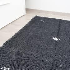 plaids en laine cette pièce unique en laine est fabriquée à la main par des