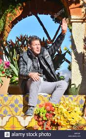 Ty Pennington by Ty Pennington Ty Pennington Rides Miracle Grow Float In The Rose