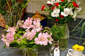 inexpensive flowers how to make inexpensive floral arrangements 10 or less gluten