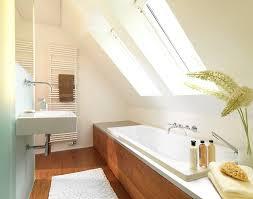 badezimmer mit schräge dachschräge badezimmer punkt auf badezimmer auch die 25 besten