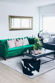 Wohnzimmer Einrichten In Rot Die Besten 25 Grüne Sofas Ideen Auf Pinterest Sofa Grün Couch
