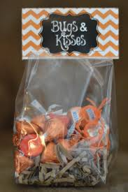 easy halloween treat bags bugs and kisses halloween treat bags share your craft