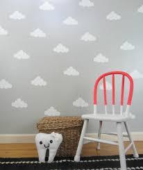 tapete für kinderzimmer kinderzimmer deko selber machen gestalten grau wolken tapeten