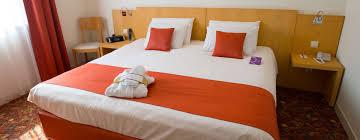 chambre king size lit haut de gamme cuir lit king size design wiblia com