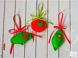 felt ornaments felt christmas ornaments easy tutorial