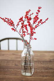 christmas centerpieces 5 minute diy christmas centerpiece with pinecones berries