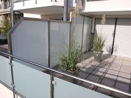 balkon sichtschutz aus glas die besten 25 sichtschutz glas ideen auf sichtschutz