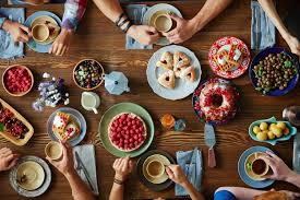 table full of food 10 holiday pregnancy eating tips