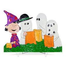 Peanuts Outdoor Halloween Decorations by Peanuts Gang In Halloween Costumes Yard Decor Peanuts Gang