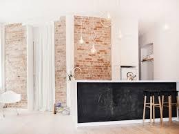 plancher ardoise cuisine design interieur mur brique ilot blanc peinture ardoise