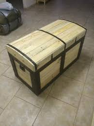 chest made from pallets pallets pallet chest and pallet projects