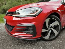 volkswagen gti custom 2018 volkswagen gti vs golf r which hatch should you buy