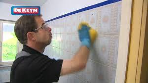 comment peindre du carrelage de cuisine remettre sa salle de bain à neuf peinture pour carrelage