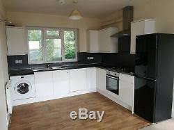white gloss kitchen cupboards howdens howdens gloss white shaker kitchen modern units sink