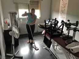 femme de m駭age bureau femme de ménage pour bureaux à caluire c services nettoyage