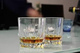 cadeau autour du whisky une raison scientifique d u0027ajouter un peu d u0027eau dans son whisky