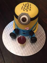 minion birthday cake birthday cake gloverly cupcakes
