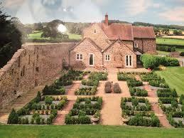 amazing value large farm house within 2 acres of beautiful